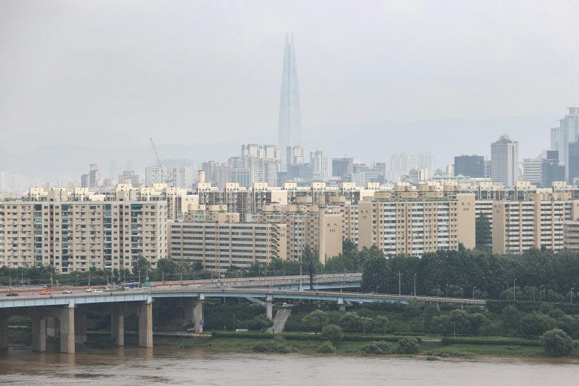 강남 집값 겨냥 규제 쏟아지니, 강북 아파트값 3.3㎡당 3천만원 돌파